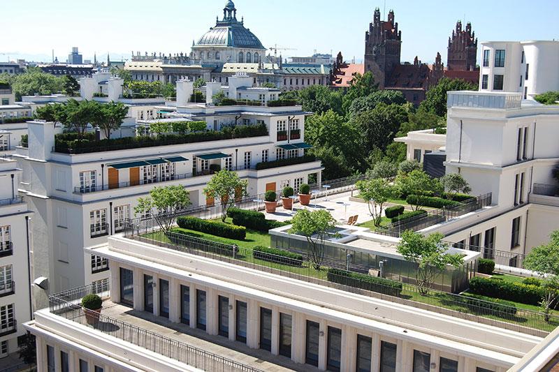 Intensive Dachbegrünung der Lenbachgärten in München