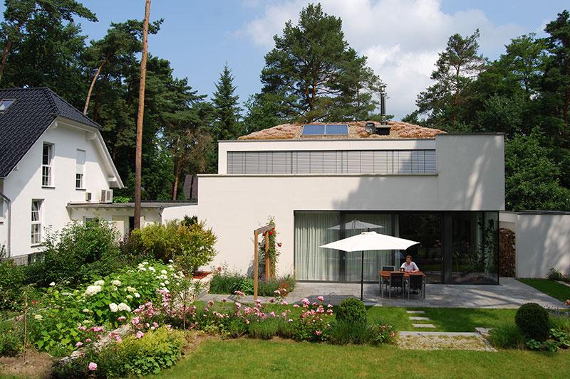 Extensive Dachbegrünung auf dem Dach eines privates Wohnhauses.