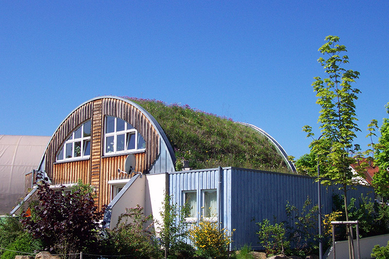 Privates Wohnhaus mit Gründach.